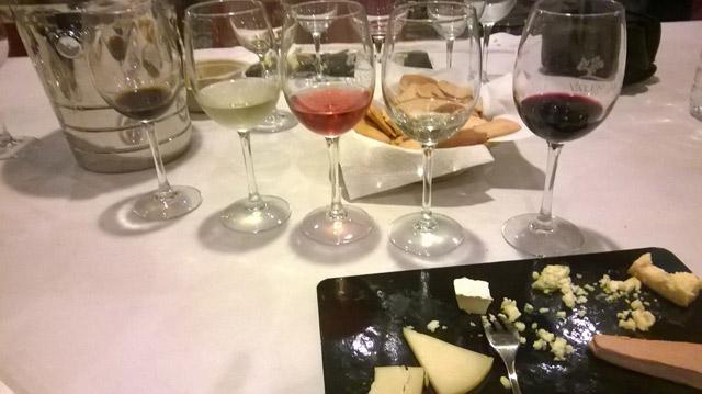Ziegenkäse und Wein